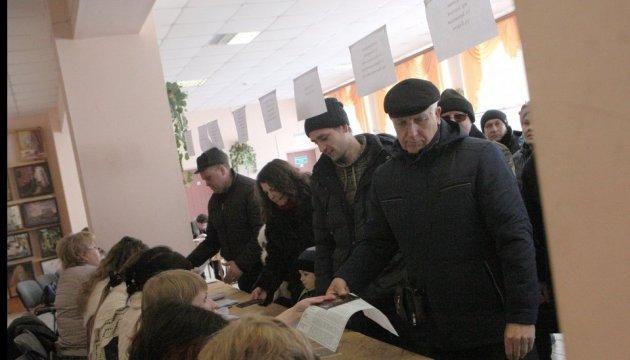 Ковбаса і коштовності на дільницях: у Росії спостерігачі повідомляють про