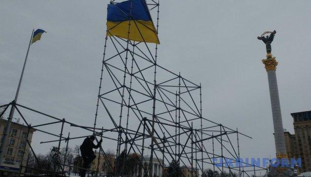 Голова СБУ прийшов на Майдан, де мітингарі розбирають конструкції