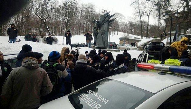 Мітингарі роз'їхались з-під будинку Президента