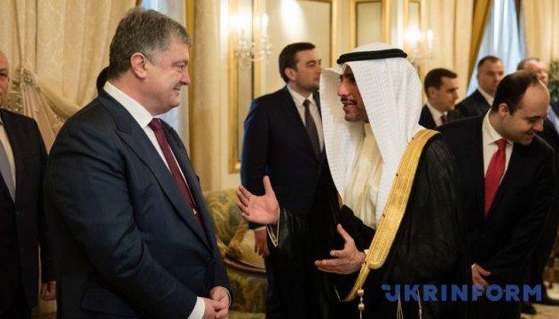 Poroshenko pide a los inversores kuwaitíes que invierten en Ucrania