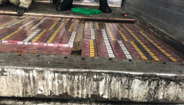 Пограничники задержали на выезде в РФ контрабандные сигареты на 900 тысяч
