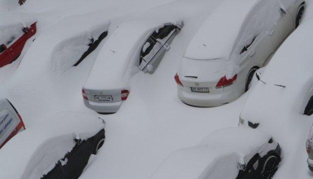 Дніпро замело: у місті оголосили два вихідні й дочасні канікули