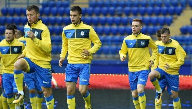Игроки сборной Украины по футболу помогут