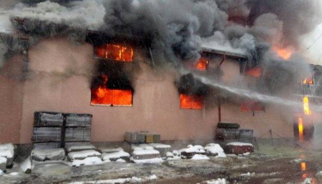 На Закарпатті загорівся торговий центр