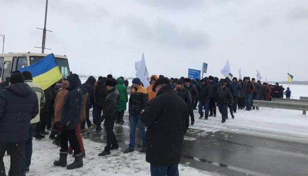 """Аграрии разблокировали международные трассы, но предупредили Раду о """"рисках"""""""