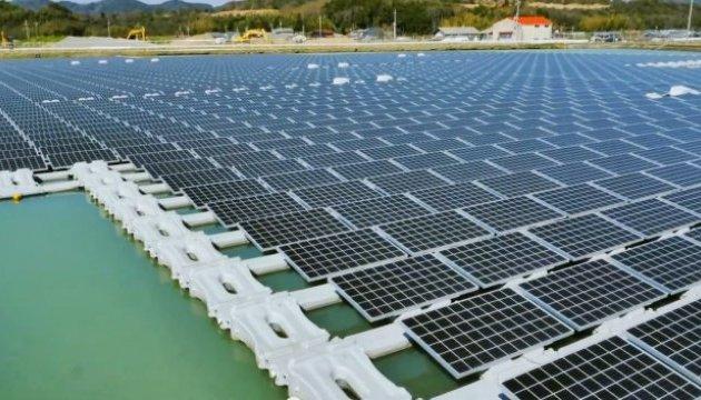 В Японии запустили солнечную электростанцию на воде
