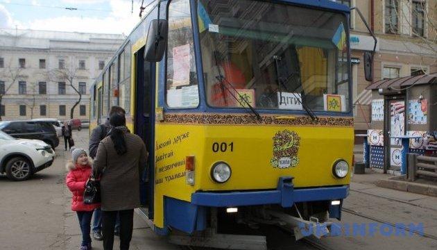 У Києві дітей покликали до