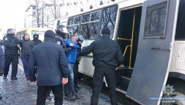 После потасовки под Кабмином в полицию забрали 7 протестующих