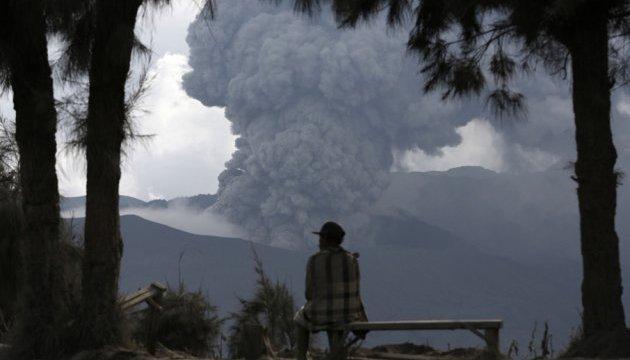 Десятки людей отруїлися вулканічним газом на курорті в Індонезії