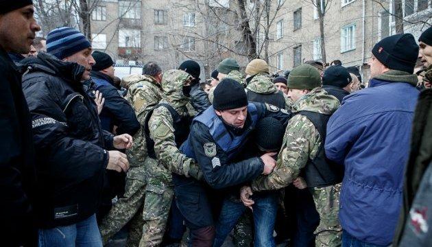 Скандал у Запоріжжі: бійці АТО побилися з поліцією під облрадою