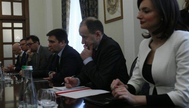 Глава МЗС Франції відвідає Майдан