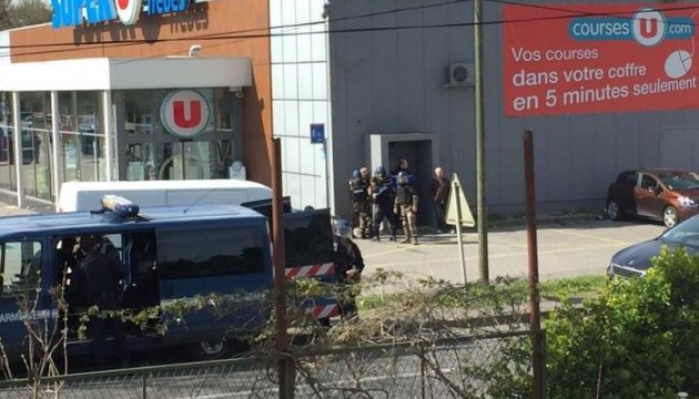 В супермаркете Франции сторонник ИГИЛ захватил заложников