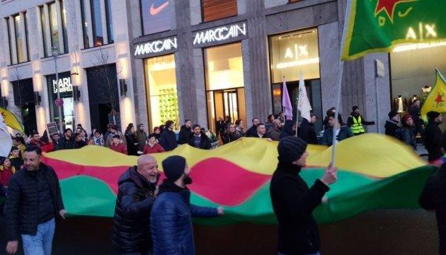 Сотни людей протестовали в Берлине против турецкой операции в Африне
