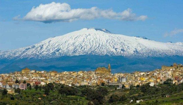 Вулкан Этна сползает к Средиземному морю - ученые
