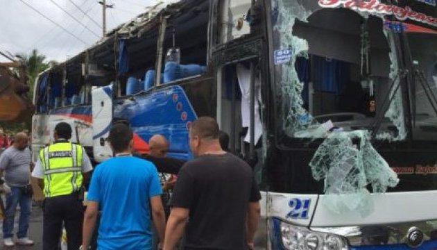 В Эквадоре перевернулся автобус, 12 погибших