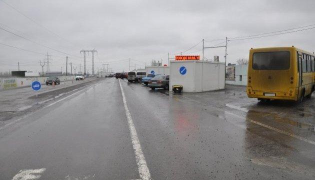 В пунктах пропуска на Донбассе застряли 155 авто