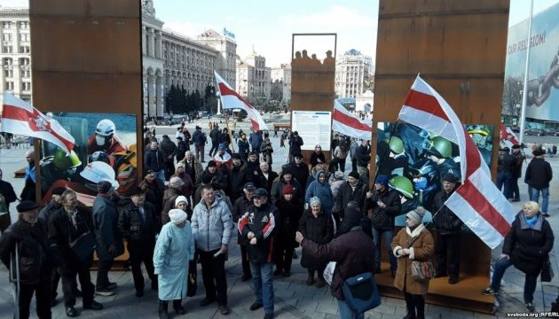 На Майдані провели акцію солідарності з нагоди білоруського Дня волі