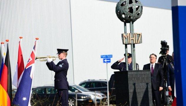 В Нидерландах открыли памятник жертвам катастрофы рейса MH17