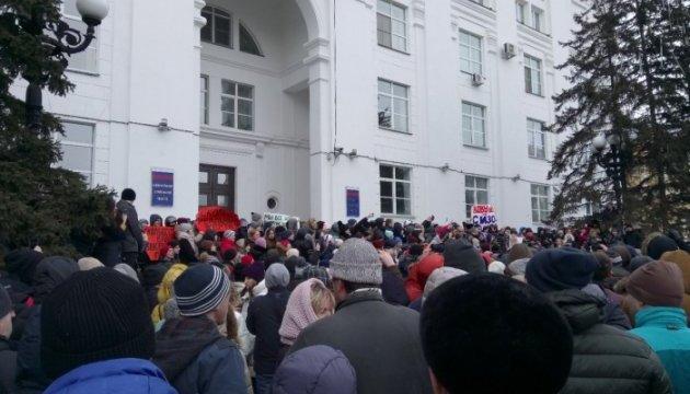 «У меня горе, у меня вся семья погибла»: трагедия в Кемерово вывела людей на улицу