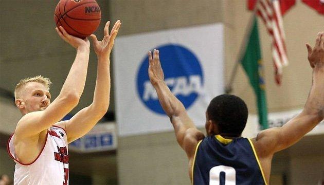 Баскетболіст з американської команди Богдан Близнюк мріє грати за збірну України