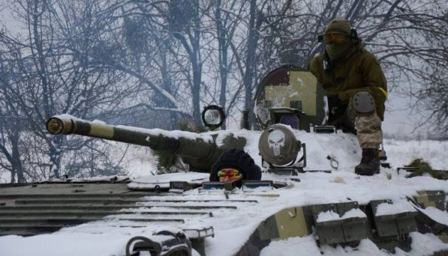 Des soldats ukrainiens  s'entraînent avec le Programme JMTG-U à Yaroviv