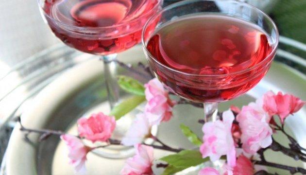 Ужгород святкуватиме цвітіння сакури з рожевим вином