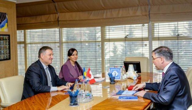 Канада подвоїть кількість поліцейських експертів в Україні — посол