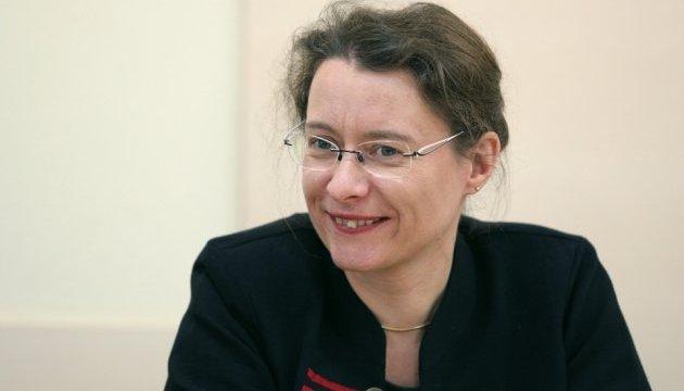 """""""Primavera francesa"""": Embajadora Dumont tocará el violonchelo en el centro de Kyiv"""