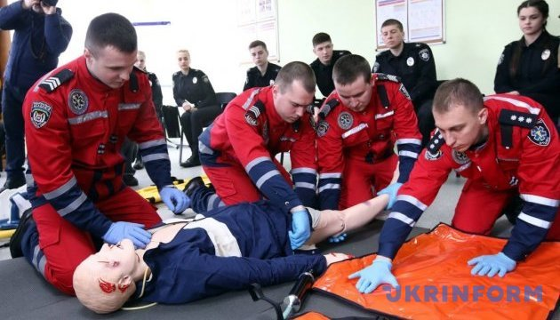 Аваков сказав, що має вміти кожен коп та рятувальник
