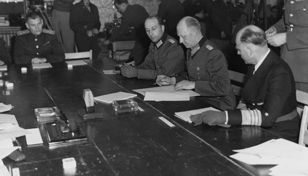 Підписання Акта воєнної капітуляції Німеччини. Фото: wikipedia