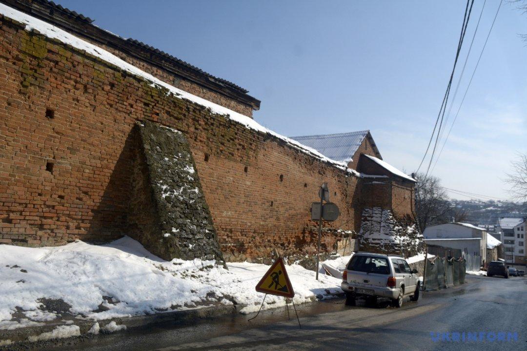 Вид на збережену частину стіни Мурів