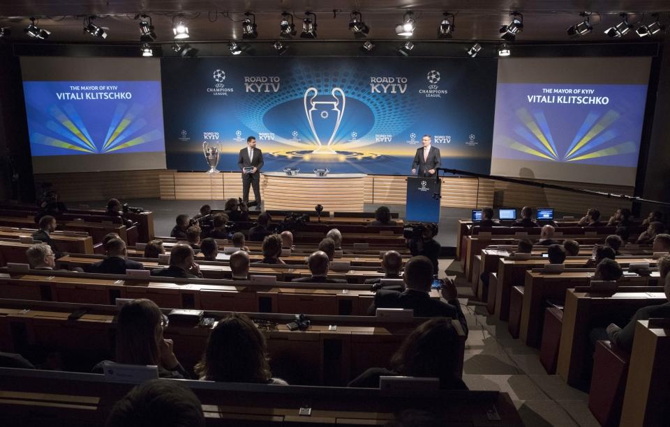 баварія – ліверпуль Photo: Кличко і Шевченко прийняли у Ньйоні від УЄФА трофей
