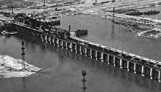 Водозливна гребля Каховської ГЕС після затоплення, 1955 рік.