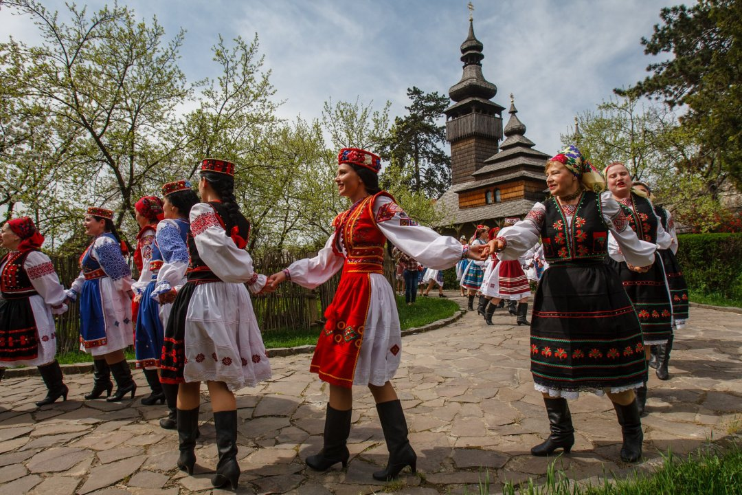 Lundi d arrosage et danses tordues uzhgorod 16 for Arrosage exterieur