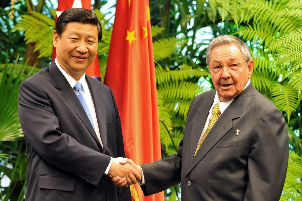 Сі Дзінпінь та Рауль Кастро // Фото: EFE