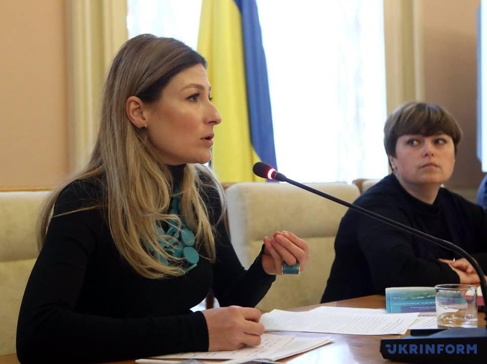Украинцами чувствуют себя все больше жителей Донетчины,— опрос