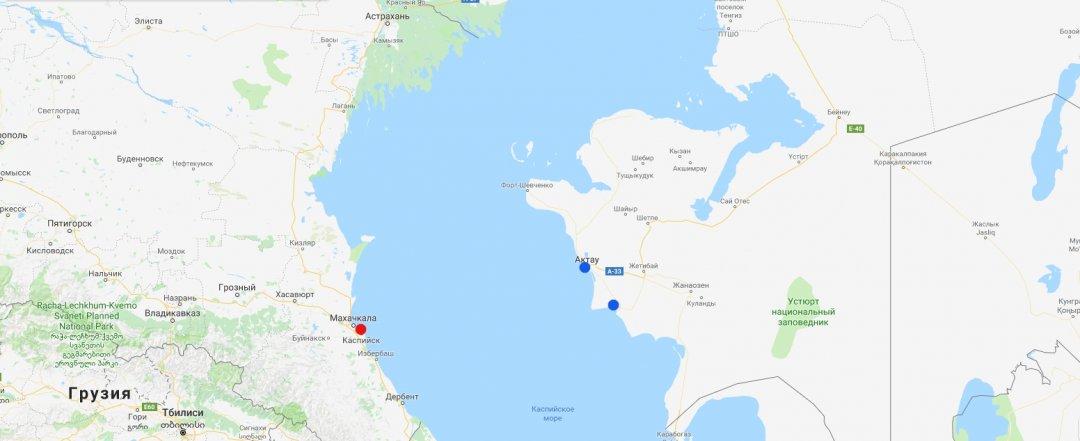 Актау та Курик (синім) - казахські порти на Каспії. Махачкала (червоним) - військова база РФ