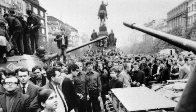 На вулицях Праги, серпень 1968 року. Фото: radiosvoboda.org
