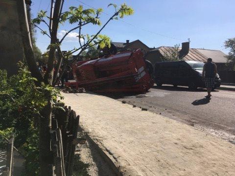 На Івано-Франківщині перекинулася пожежна машина, щопоспішала навиклик
