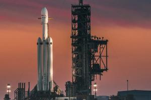 Самый массовый запуск Falcon 9 перенесли на завтра