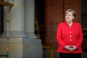 """Меркель заверила, что Германия подготовилась к возможному """"жесткому Brexit"""""""