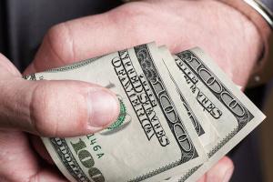 Уволенного главу района на Ривненщине поймали на взятке в $110 тысяч