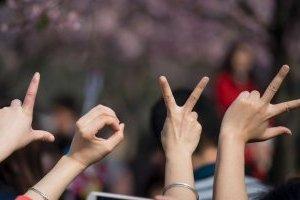 Урядовці долучилися до флешмобу з нагоди Міжнародного дня жестових мов