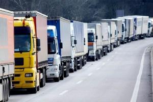 На Чернігівщині на кордоні з Росією в черзі на пропуск стоять 165 вантажівок