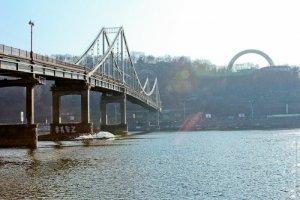 У Києві на мосту до Дня Незалежності відбудеться показ колекції бренду SEREBROVA