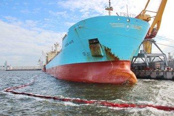第一艘装载植物油的出口船只从尼古拉耶夫码头发运