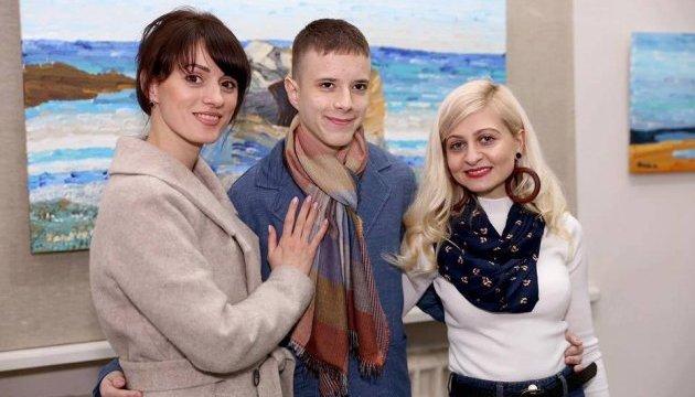 Виставку картин художника-аутиста представили у Чернівцях