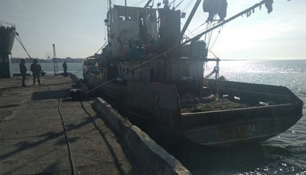 Russian border guards detain Ukrainian fishing ship near Crimean coast
