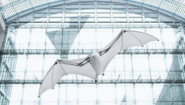 У Німеччині створили робота, який нагадує гігантську летючу лисицю