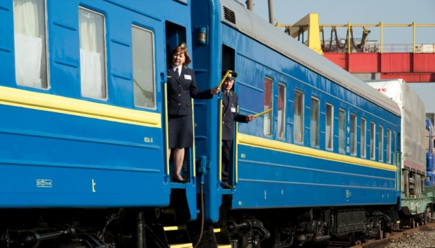 На початку квітня через ремонт колії залізниця скасує низку потягів через Франківськ (список)